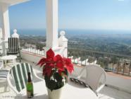 holiday rental apartment in El Mirador de Mijas with sunny terrace, communal pool and wi-fi
